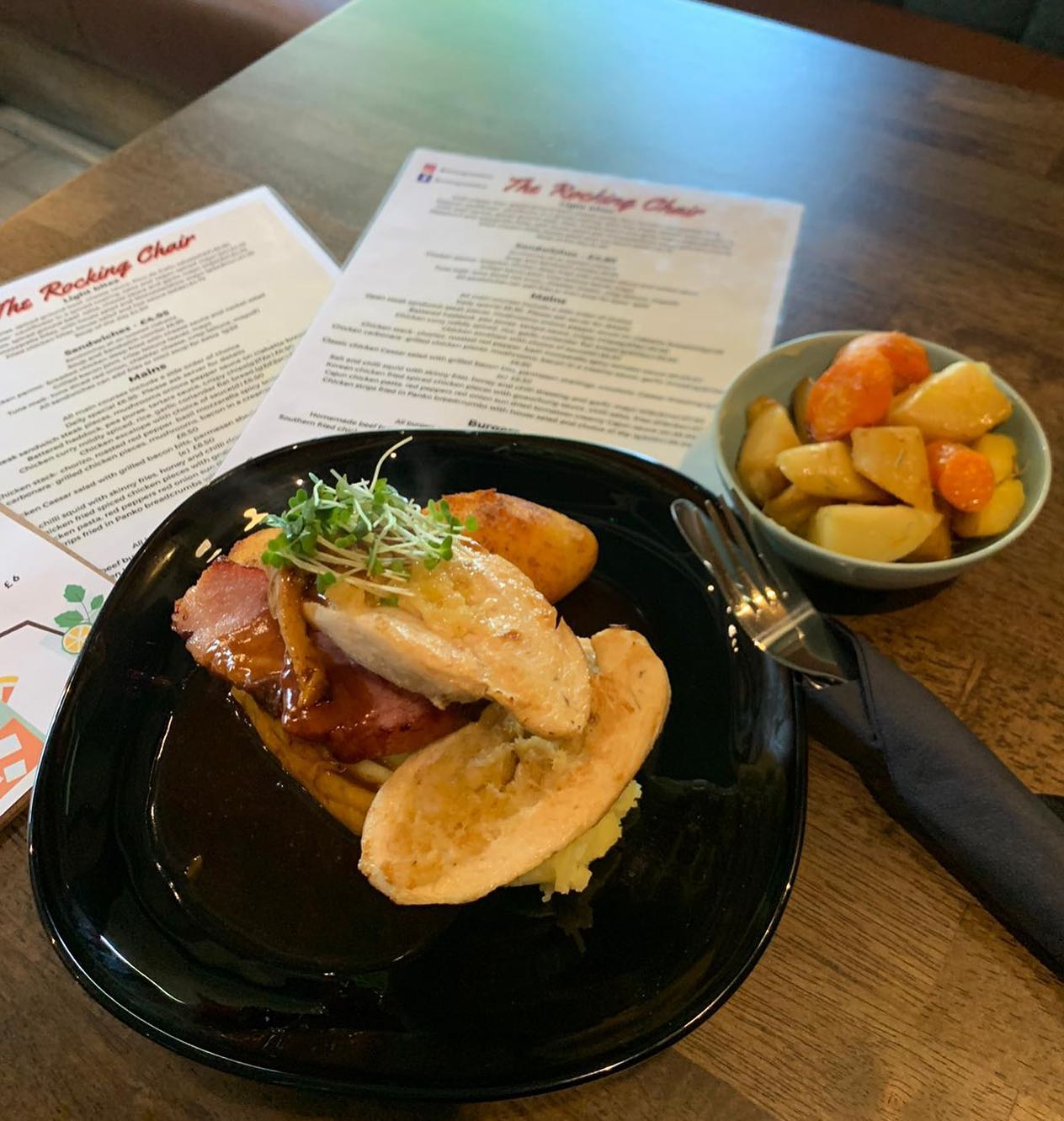 Take a Sunday off cooking and try our delicious Sunday lunch 🤤Sunday lunch special £7 Honey & clove roasted bacon loin Buttery mash Roast potatoes Panfried chicken with a sausage stuffingHoney roasted carrots and parsnipsServing from 12-8pm today!