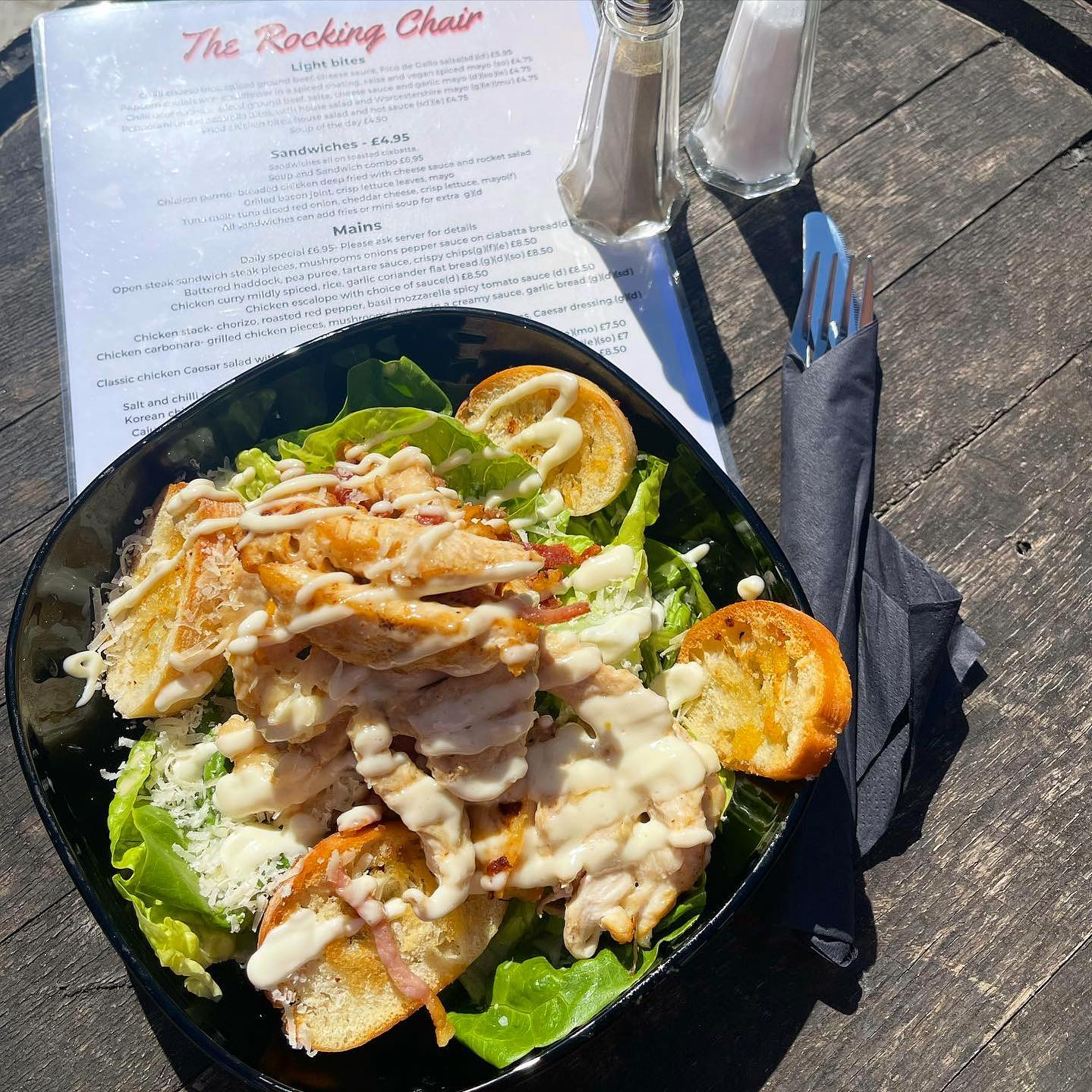 You can't beat a Caesar salad in the summer! 🥗Join us for some delicious mid week lunch or dinner! 🌭Serving from 12-8pm today!